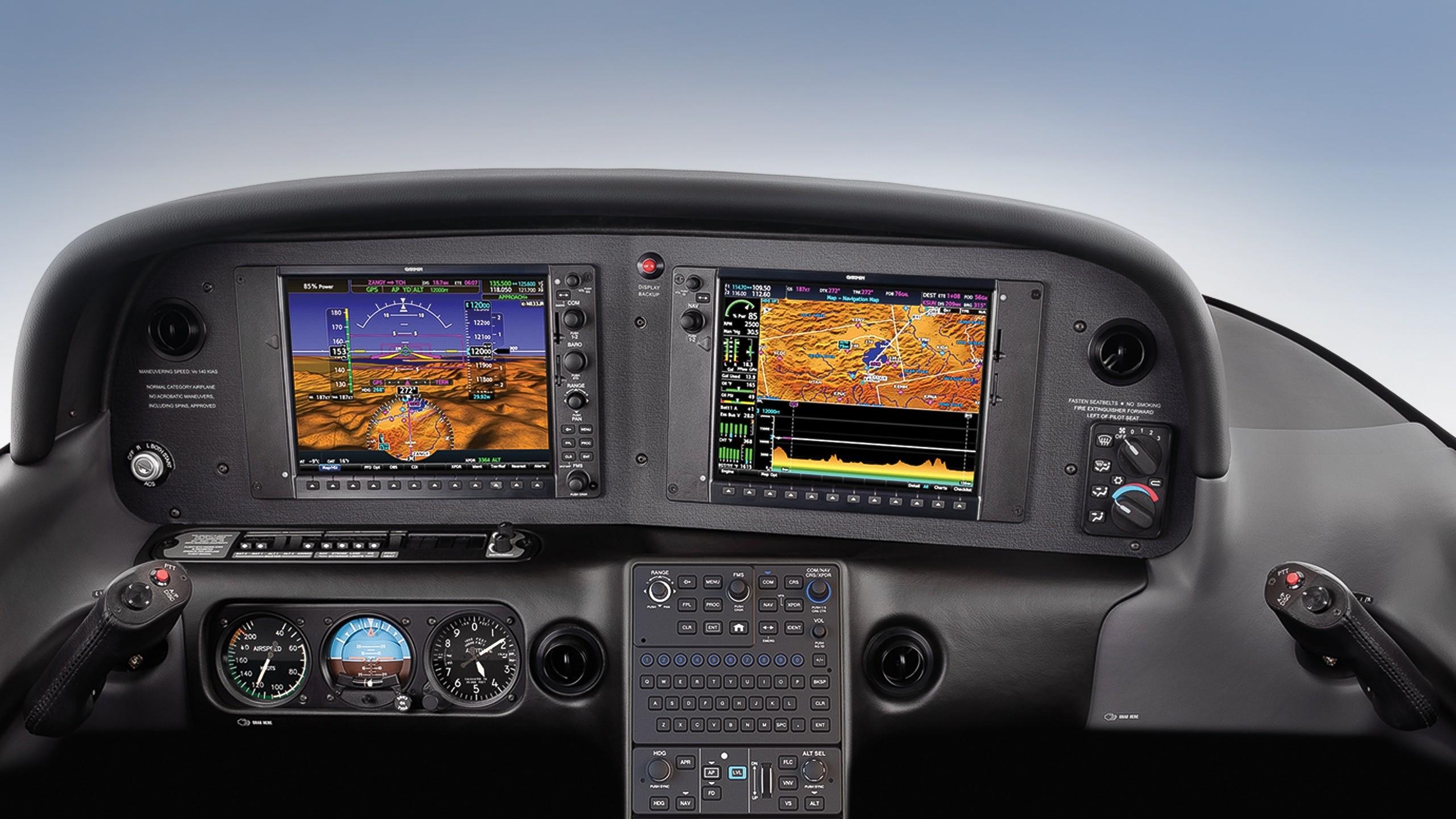 navigation cirrus airplane